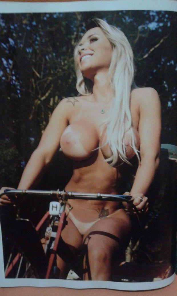 Rafaela-ravena-nua-pelada-sexy-maio-2016-8